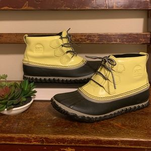 "Sorel Yellow Rain Duck Boots ""out n about"""